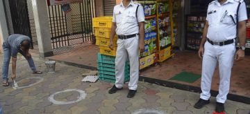 Kolkata: Worker marking a circle for customers social distancing in front of shops during the coronavirus pandemic in Kolkata  on May 10, 2021.  (Photo: Kuntal Chakrabarty/ IANS)