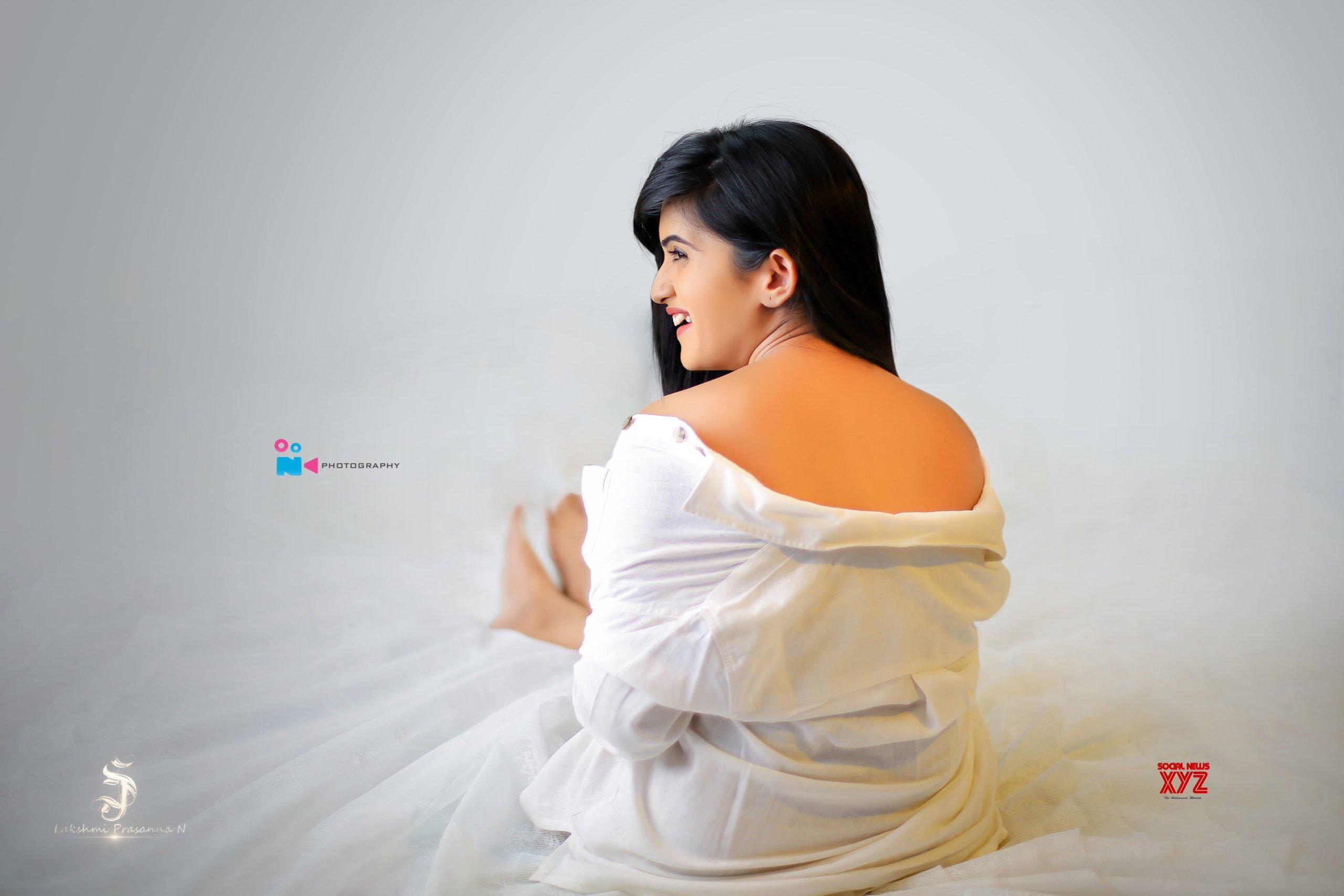 Anchor Sravanthi Chokkarapu Stills From Hot Photoshoot