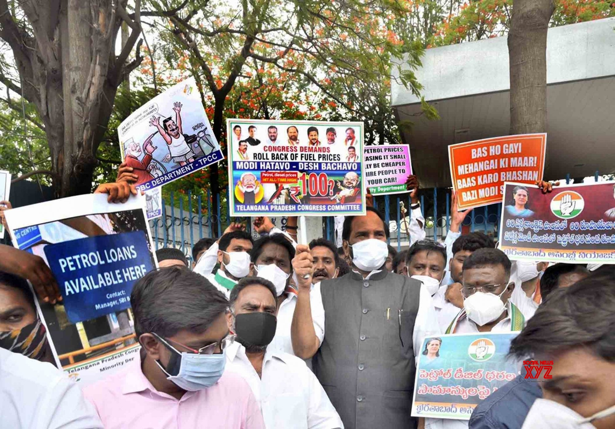 Hyderabad :Telangana - congress - president Uttam Kumar reddy MP , - protesting - against - Hike of Petrol - in Hyderabad. #Gallery