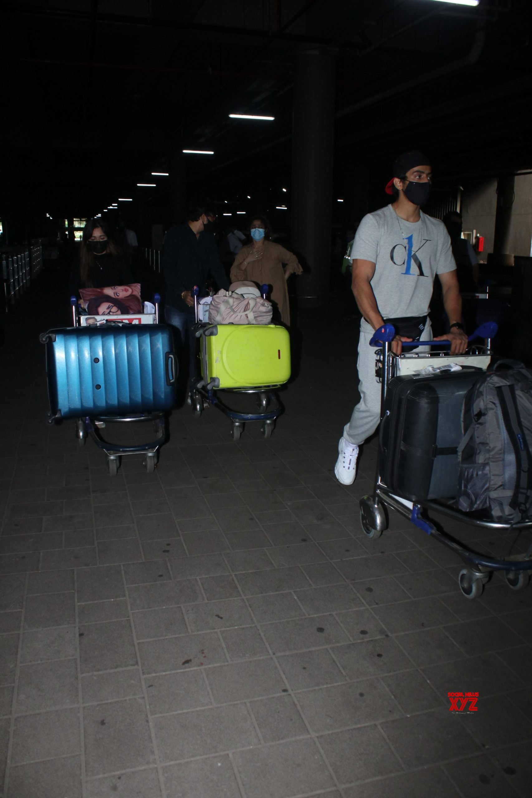 Jannat Zubair Ayaan Faizu With Family Spotted At Airport Arrival Gallery