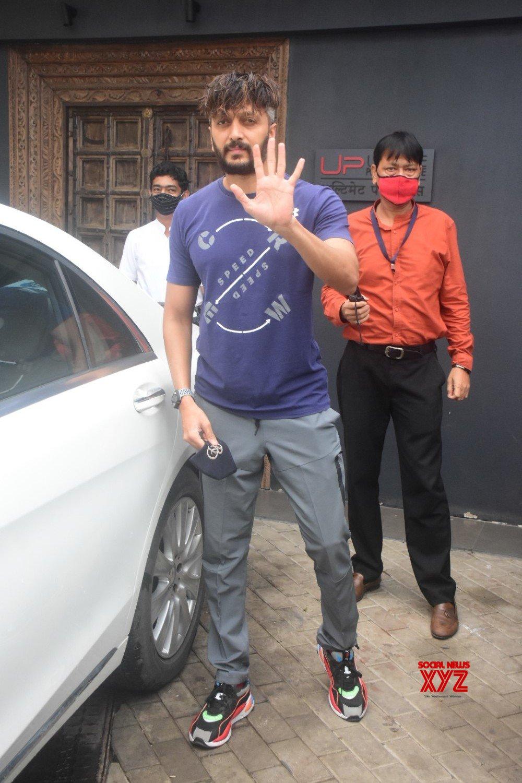 Ritesh Deshmukh Spotted At Bandra - Gallery