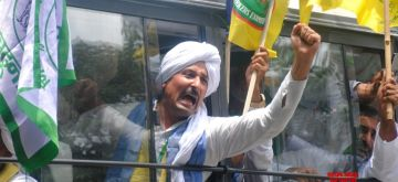 New Delhi: Farmers shouting slogans during their protest against three farm laws amid monsoon session of Parliament at Jantar Mantar in New Delhi on July 22, 2021. (Photo: Qamar Sibtain/ IANS)