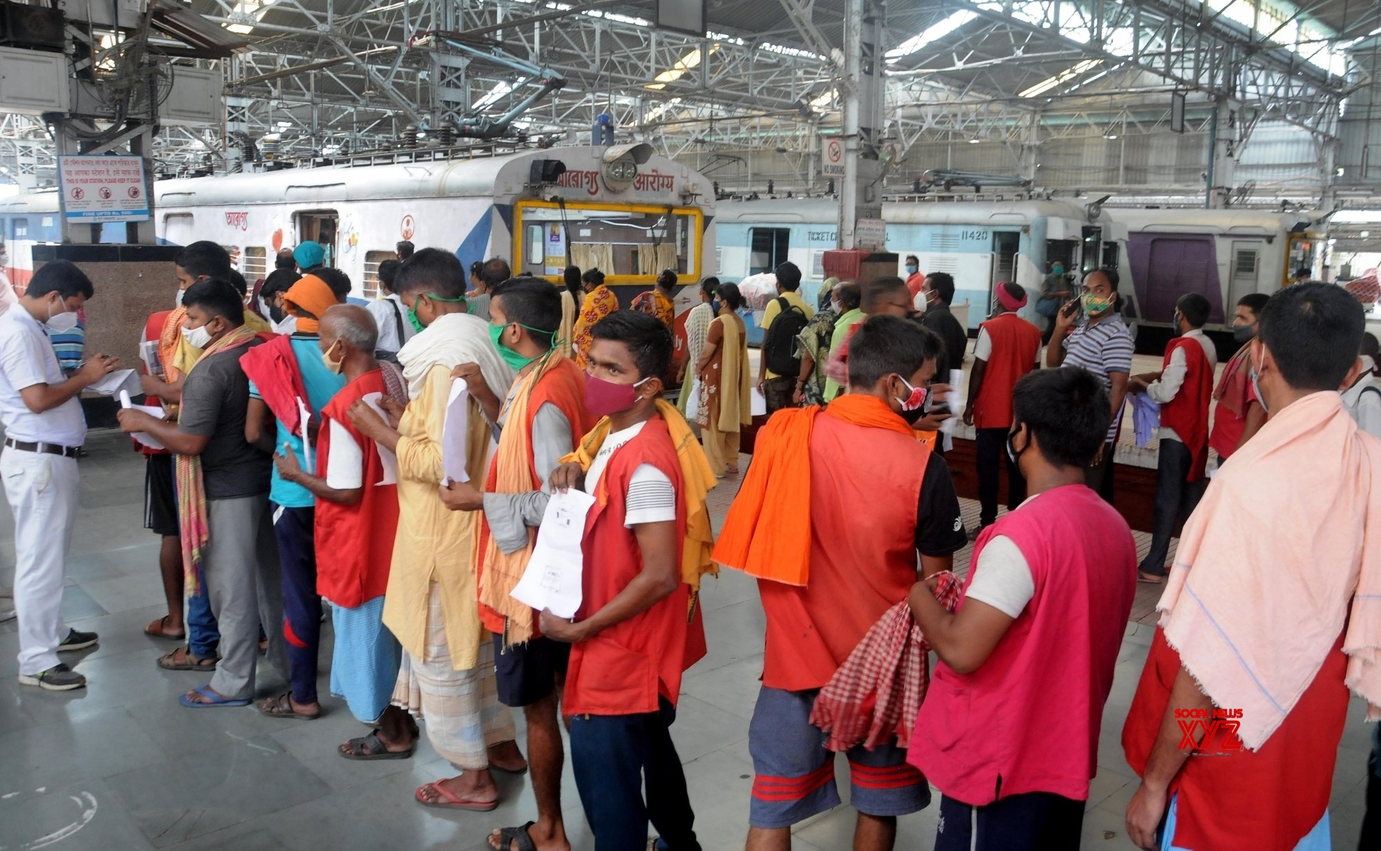 Kolkata: Eastern division of the Indian railway launched a mobile vaccination center named Arogya to provide vaccination, at Sealdah in Kolkata. #Gallery
