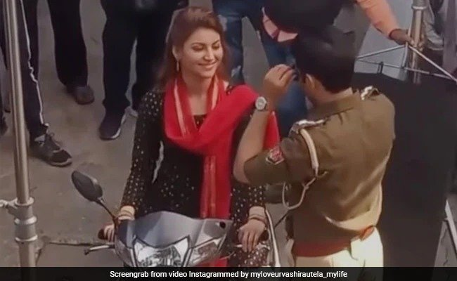 """Urvashi Rautela's BTS video from her film """"Thiratu Palaye 2"""" goes viral, Actress was spotted riding a scooter for a shot"""