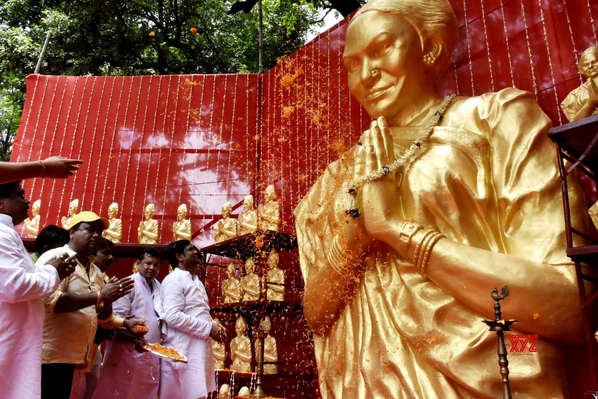 Patna: Mukesh Sahani is - Minister for Animal Husbandry & Fisheries pays homage to Phoolan Devi on her birth anniversary at his residence in Patna. #Gallery
