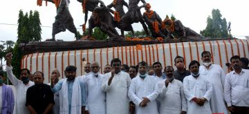 Patna:  Rjd leaders paying tribute at Patna Martyrs Memorial  on Aug 11, 2021  on Aug 11, 2021 (Photo: AFTAB ALAM SIDDIQUI/IANS)