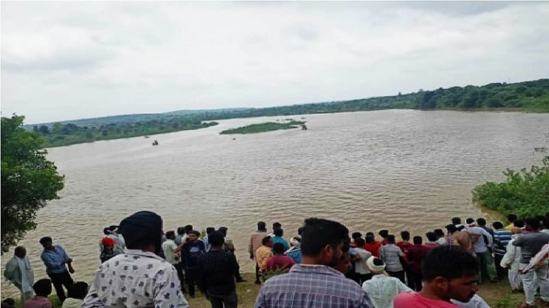 Overloaded boat capsizes in Wardha River, 11 feared dead