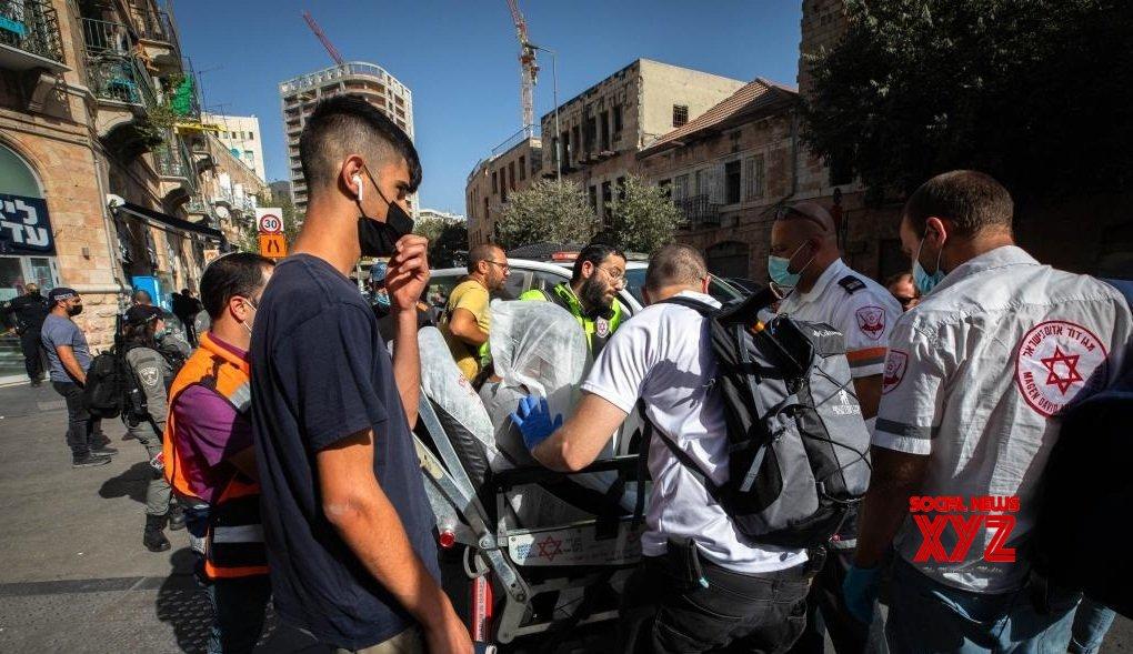 Jerusalem : 2 Israeli shoppers injured in stabbing attack by Palestinian teen #Gallery