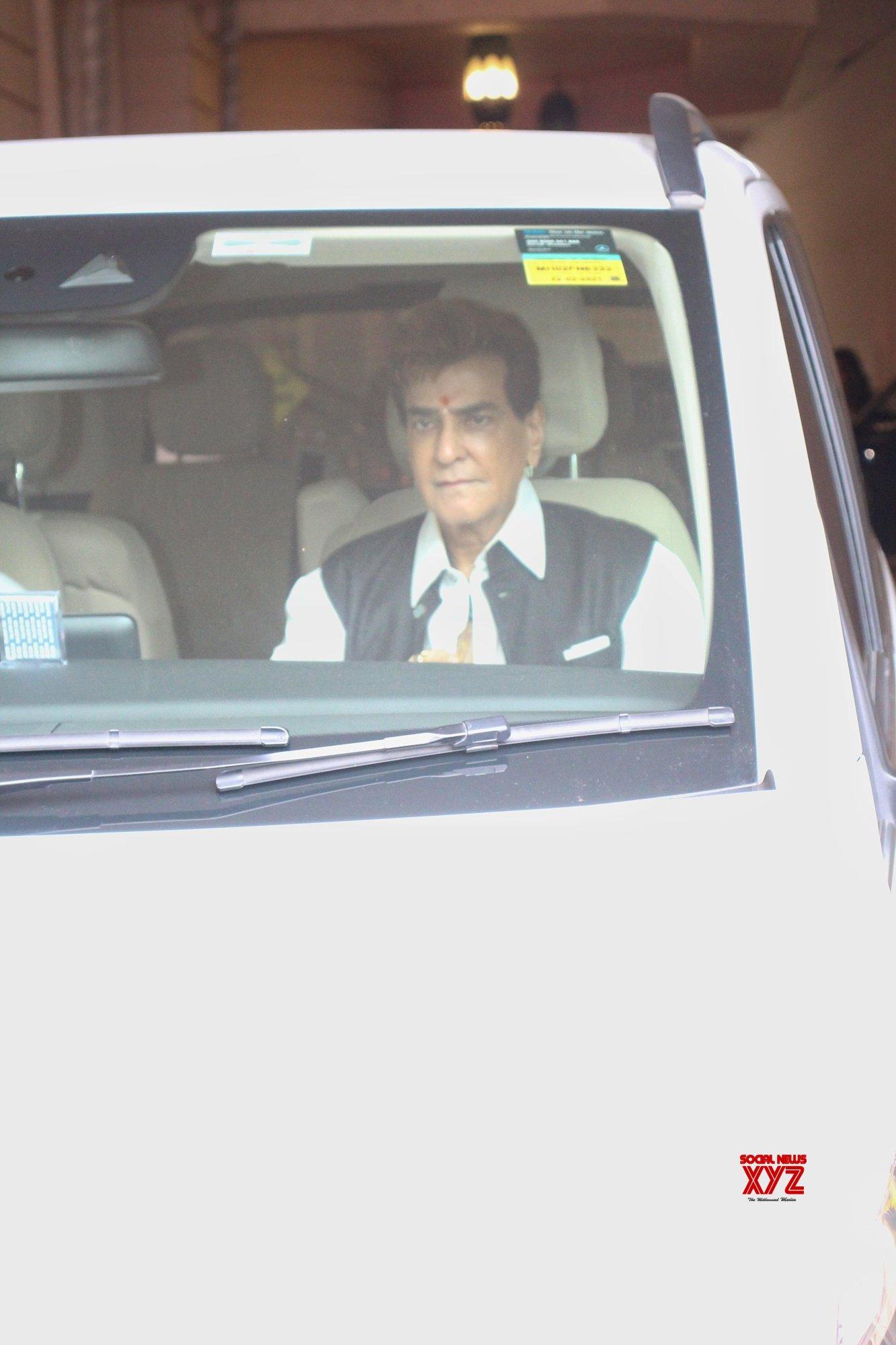 Jeetendra And Tusshar Kapoor Spotted At Ekta Kapoor Residence For Ganpati Visarjan In Juhu - Gallery