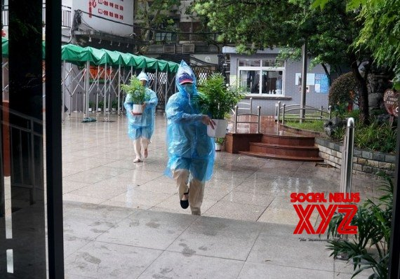 China : Nearly 330,000 evacuated as Shanghai braces for typhoon #Gallery