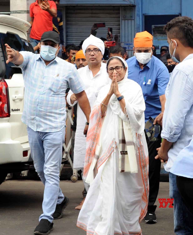 Kolkata : West Bengal Chief Minister and TMC candidate from Bhawanipur constituency by - poll, Mamata Banerjee during her visit Gurudwara sant kutiya at Bhawanipur in Kolkata on Sep 15, 2021 #Gallery