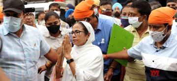 Kolkata: West Bengal Chief Minister and TMC candidate from Bhawanipur constituency by-poll, Mamata Banerjee during her visit Gurudwara sant kutiya at Bhawanipur in Kolkata on Sep 15, 2021.(Photo: Kuntal Chakrabarty/IANS)