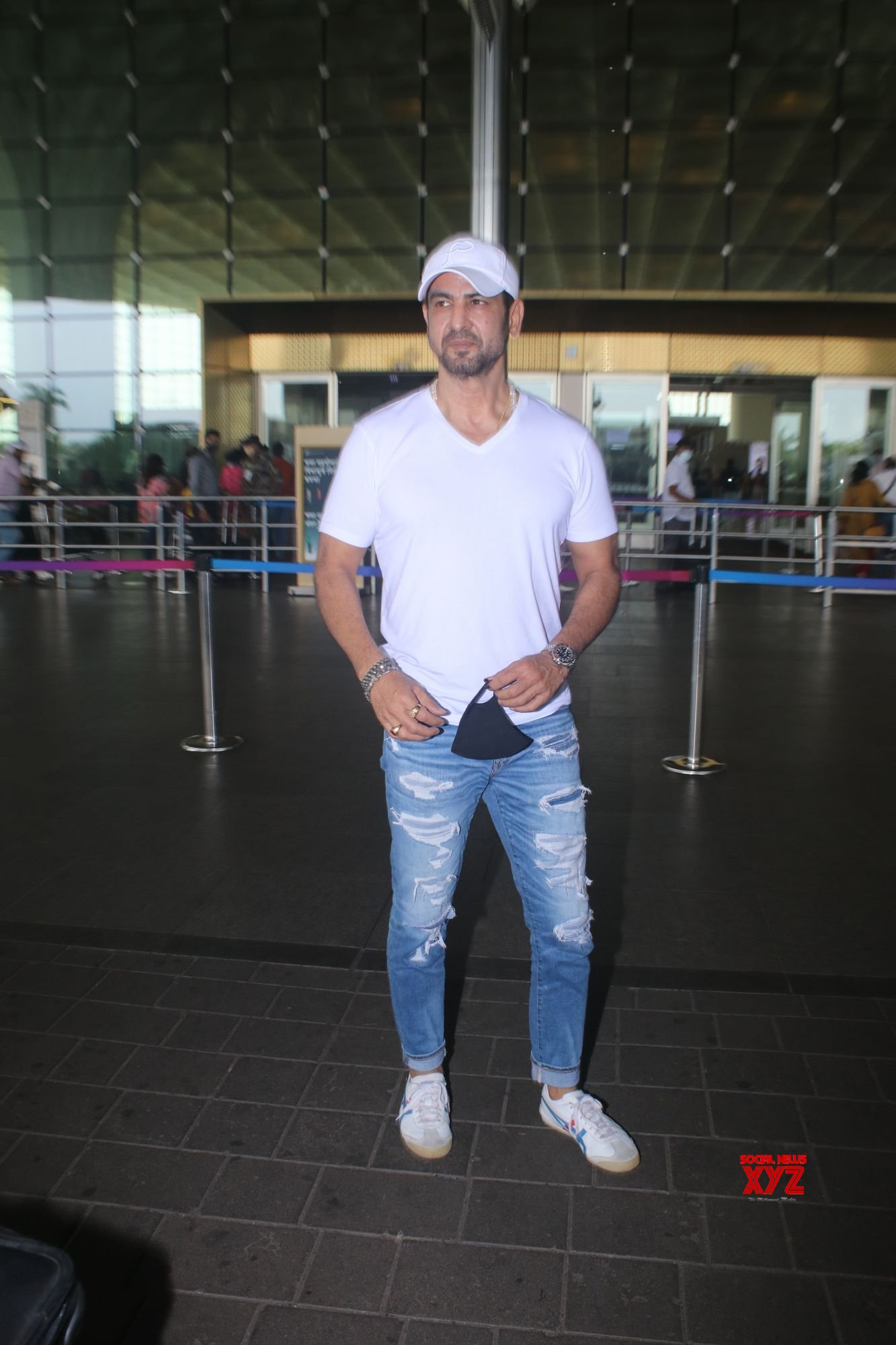 Ronit Roy Spotted At Airport Departure Gallery
