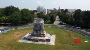 Only pedestal remains with Lee statue gone (Video)