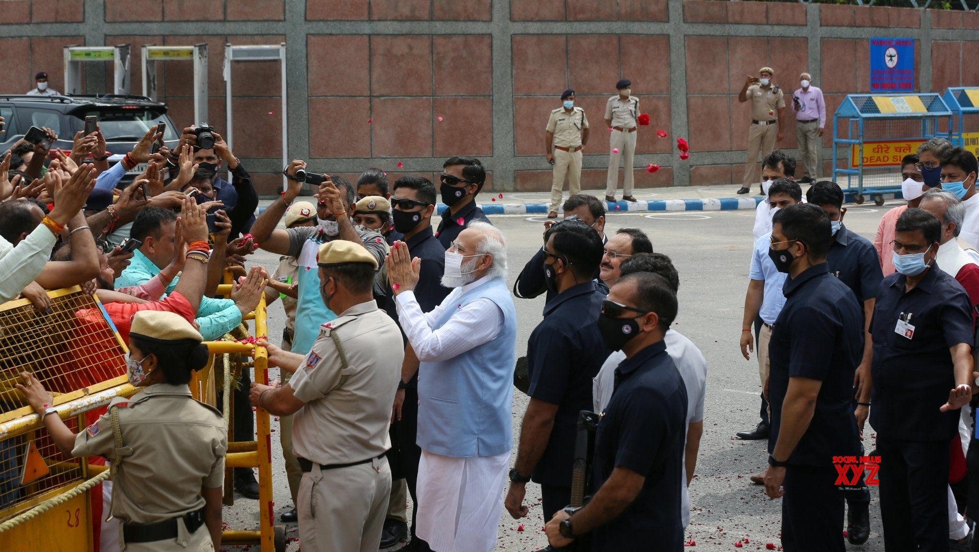 New Delhi: Prime minister Narendra Modi welcomed by party leaders and supporters after visit to US at Palam Airport in New Delhi. #Gallery