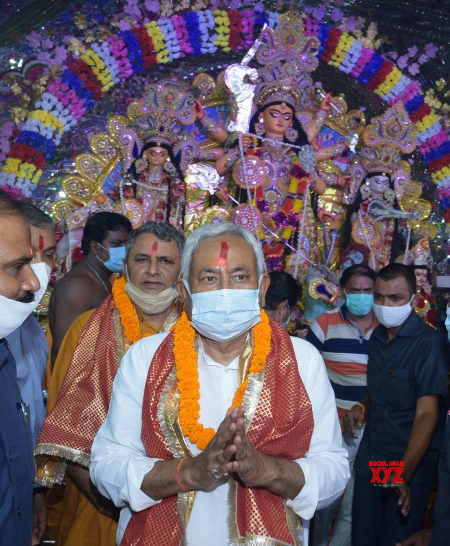 Patna:Bihar CM Nitish Kumar offers prayers to Goddess Durga on the occasion of Maha Asthami at Marufgunj Puja Pandal #Gallery