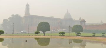 New Delhi: A blanket of toxic haze engulfs the national capital, on Nov 13, 2019. The Delhi air quality index (AQI) is at emergency levels again on Wednesday with an overall count of 476 and not much relief is expected for the next two days till Friday. While overall AQI is in the severe category, PM10 count is at 489 and PM2.5 at 326 is also in the severe category. (Photo: IANS)