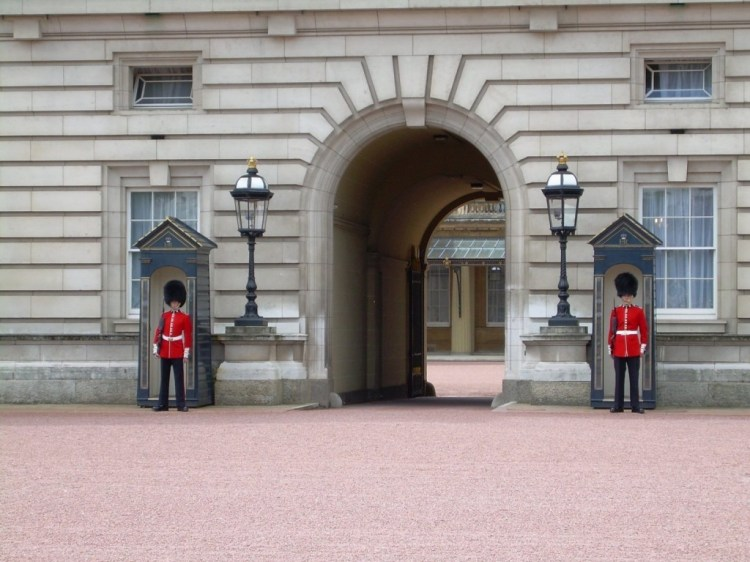 buckingham_palace_guards