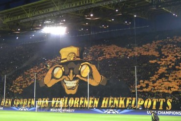 La curva del Borussia Dormund rappresenta l'importanza del pubblico allo stadio