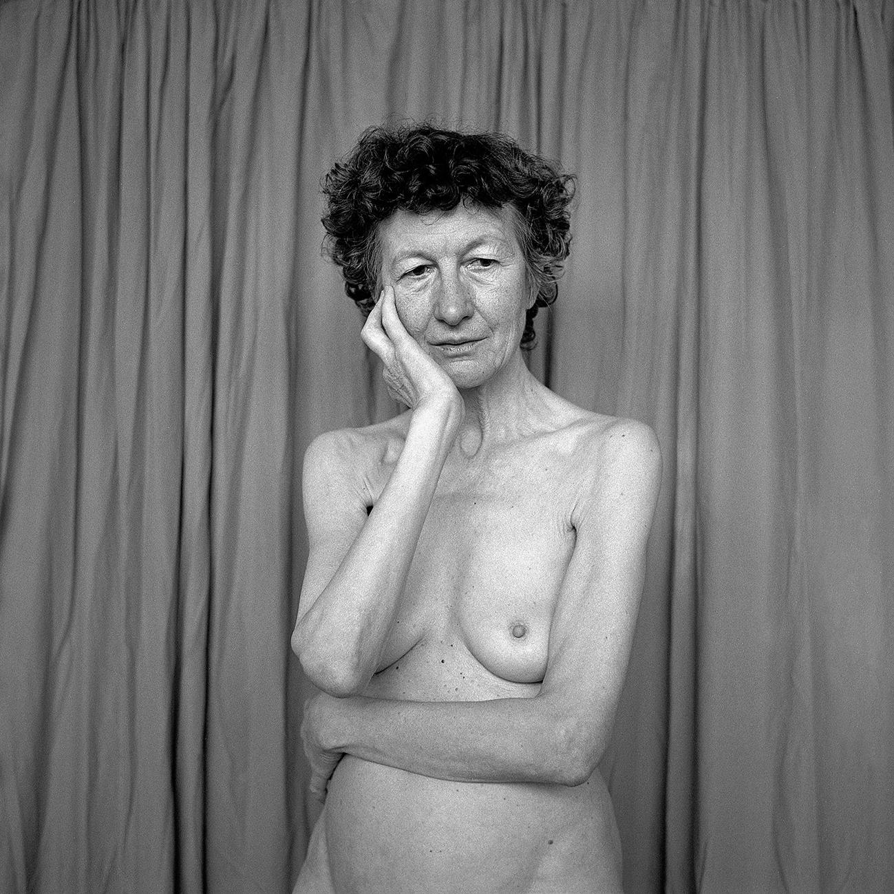 La femminilità in età adulta, corpi di donne come universi da scoprire nelle fotografie di Clélia Odette