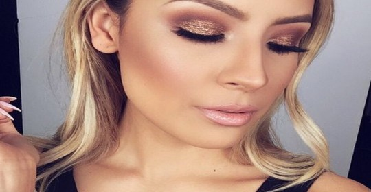 Who doesn't love to sparkle? We have subtle ways to add glitter to your beauty regime that give you just the right amount of glam!