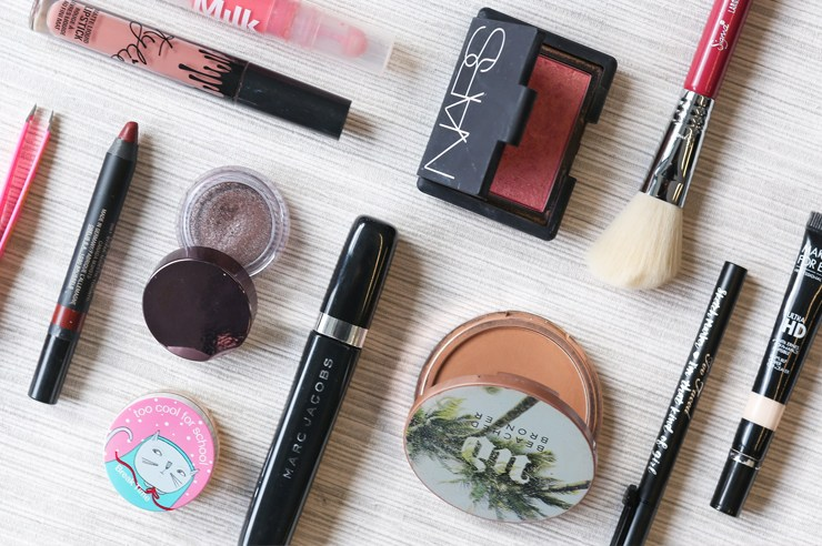 Getting ready for class in the morning can be rough. These are quick and easy beauty hacks to get ready in the morning and look like you put in a lot of effort!