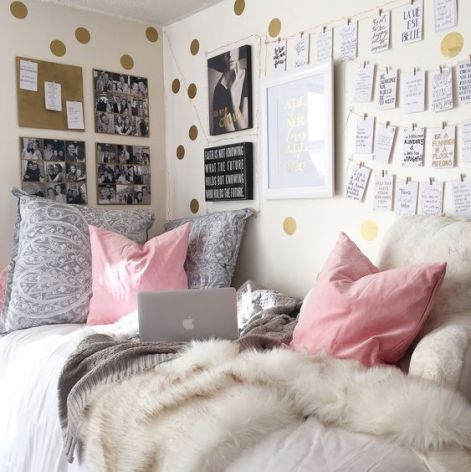 Bed throws are an amazing Uni room decoration idea!