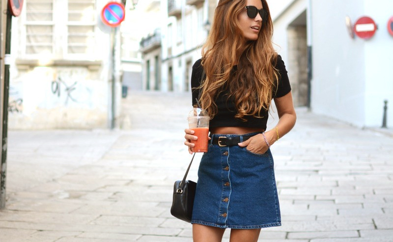 The denim skirt is one of the most versatile wardrobe pieces to own! Whether you prefer denim mini skirts, white or pencil skirts, this is how to wear them!