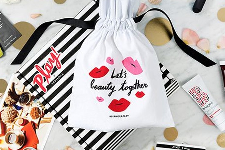These beauty gifts and makeup sets are the perfect gift for her this holiday season! Get a pack of her favourite cosmetic presents and make her happy!