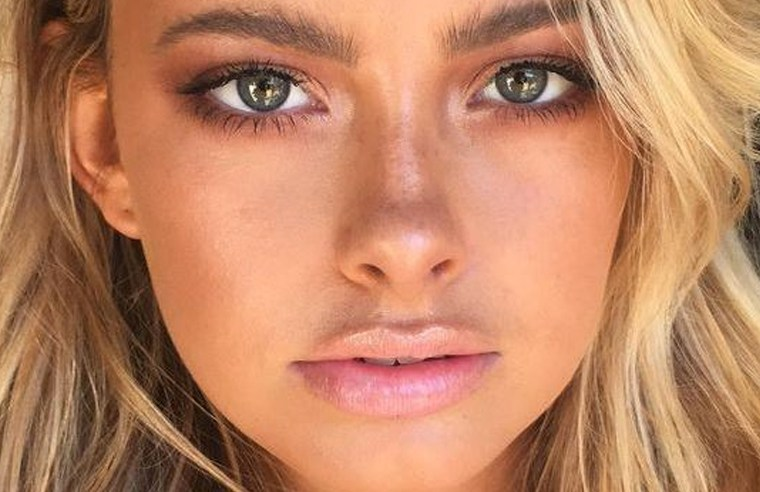 These are the best dewy makeup look products that will make your skin look sunkissed, moisturized, with just a touch of shine! Get that glossy sexy summer look using these makeup favorites!
