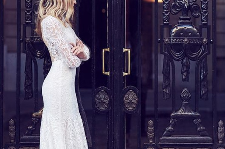 These the best high street wedding dresses that don't come with a high price tag! Let's face it, wedding dresses are too damn expensive, and these inexpensive options are just as good!