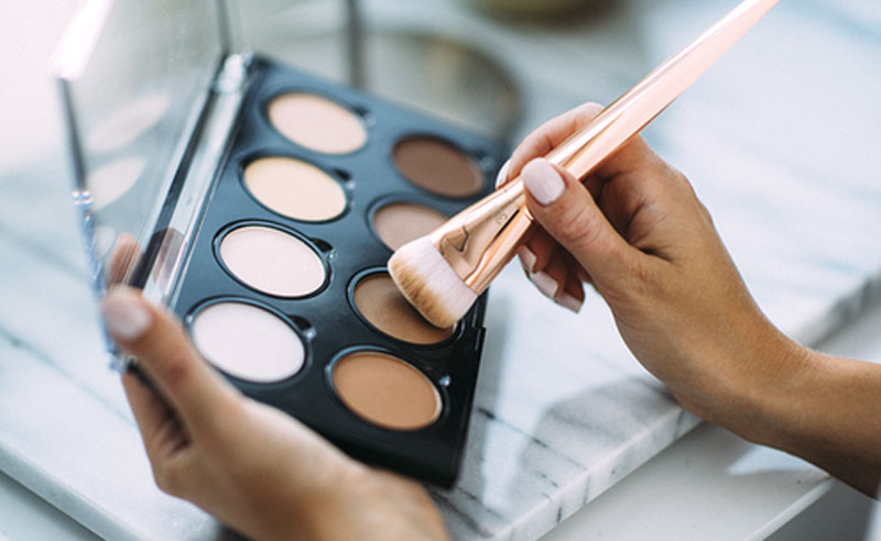 This contour face guide contains everything that you need to know before you starting your makeup for easy application. Here is your ultimate contour and highlight guide and everything you need to know, step by step!