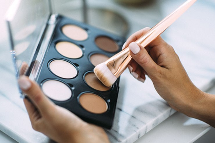 This contour face guide contains everything that you need to know before you starting your makeup for easy application. Here is your ultimatecontour and highlight guide and everything you need to know, step by step!