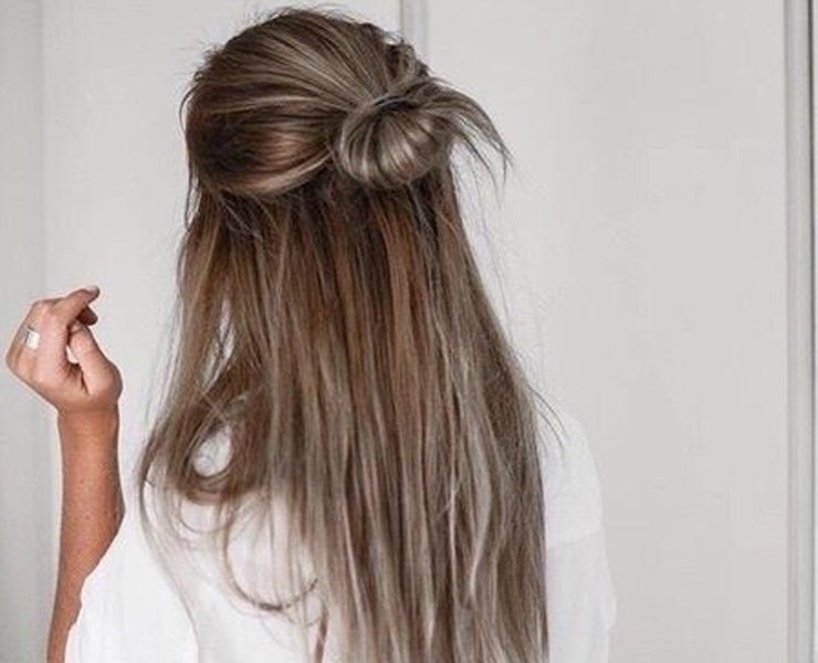 If you're looking for some quick easy hairstyles to do the next day you feel lazy, then these are the best options! Whether you have short, long, medium length, straight or curly hair- these hairstyles will work for you!