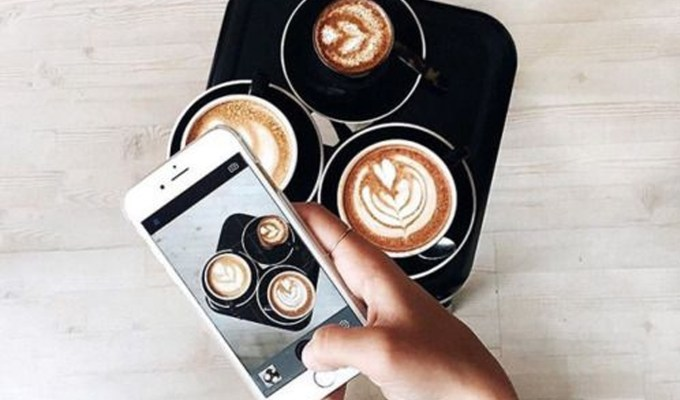 Looking for some of the top cafes in London to try out? These cafes and coffee shops are the nicest London has to offer! So what're you waiting for? Grab a coffee from one of these restaurants today!