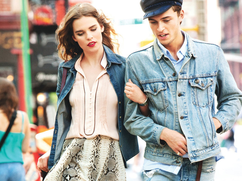 Do you have a casual first date planned? Are you already worried about what to wear to make a great first impression? We've rounded up a list of outfit ideas that work for any first date occasion.