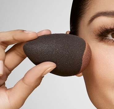 Wondering how to clean your beauty blender? You're not alone. There are many ways, but this method ensures a clean blender, and you can do it at the same time as all your other brushes. This is how to clean your beauty blender.