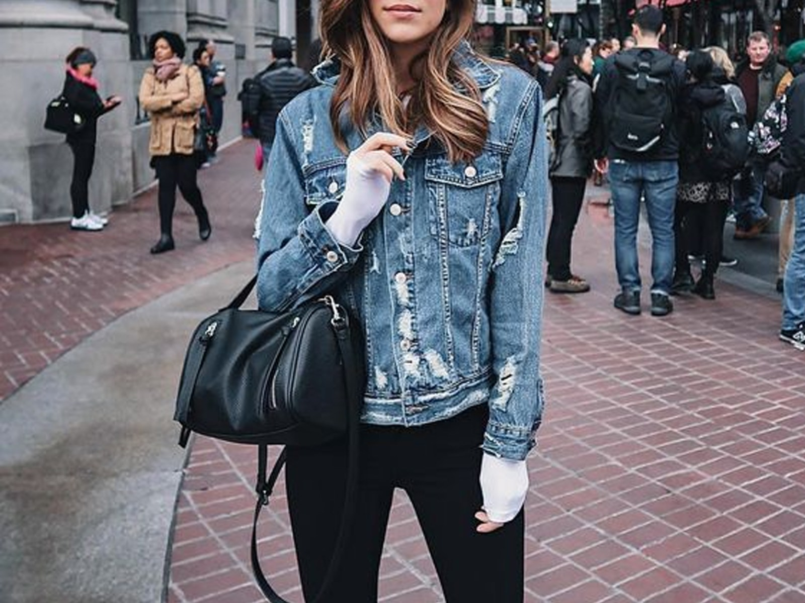 If you live in London, you'll definitely want to be wearing these fashion essentials come spring time. These wardrobe must haves are the perfect staple pieces when it comes to spring street style. You won't want to miss out!