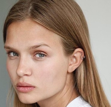 Have you been in search of the best drugstore makeup remover ever since you started using cosmetics? We have collected and researched the easiest and most affordable options for you to try that actually work.