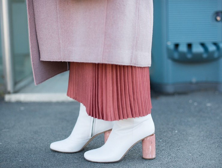 Have you been thinking about wearing white boots this spring and summer? We've rounded up the best ways to wear white boots this spring. From work attire to going out with friends, white boots can add to any occasion.