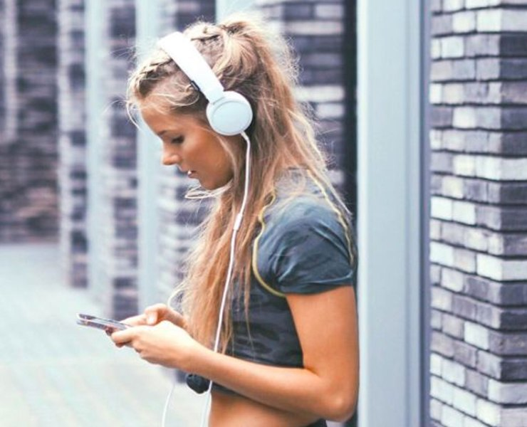 You can download a podcast for whatever interests you, but with there being so much on the market it can be hard to decipher what's worth listening and what's not. Here's a list of some of the best free podcasts that might have slipped through the cracks.