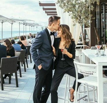 If you're looking for some anniversary date ideas, then these are the best romantic ideas for couples new or old. Whether you want to stay at home or celebrate out in public, try out these fun ideas!
