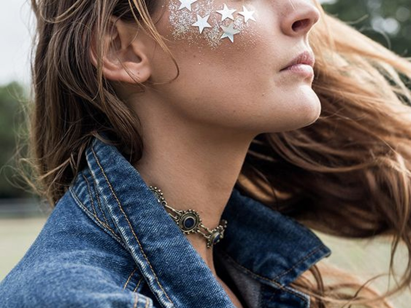 There is so much glitter art out there, however, around festival season is the time to really bust out the glitter. These are our favorite face glitter looks that will really make you sparkle.