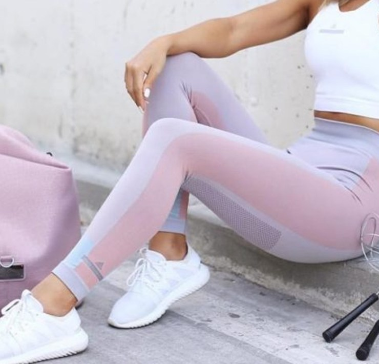 With the nice weather and preparation for full blown swimsuit season, it has us thinking about amping up our workout game. Here are the best gym clothing brands to keep you stylish throughout your workout.