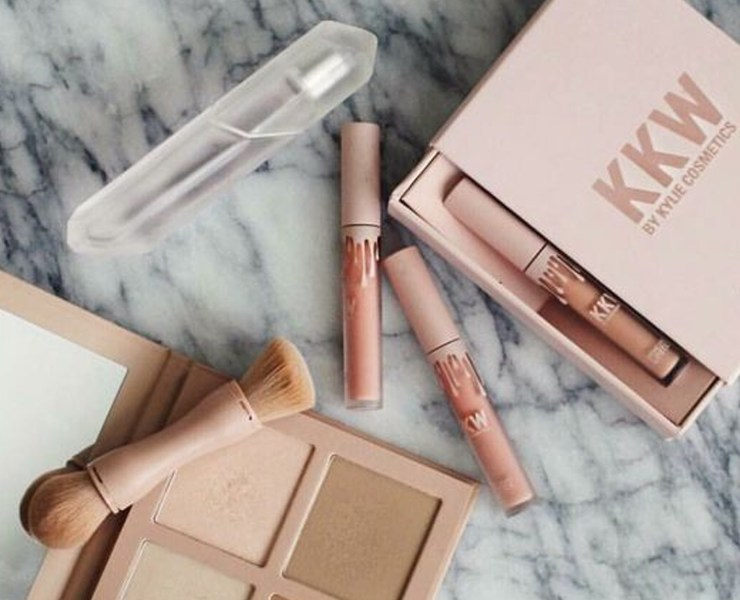 KKW Beauty has gone absolutely viral, and of course, we all want a KKW beauty review! I mean, is this makeup line worth the hype? Is Kim Kardashian West truly knowledgeable enough to create a makeup line? This is everything you need to know.