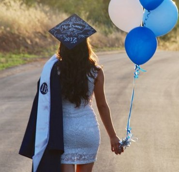 This is the uni graduation checklist you need in order to be ready for commencement! University graduation is no joke and you want to do it right, so here are the universal rules.