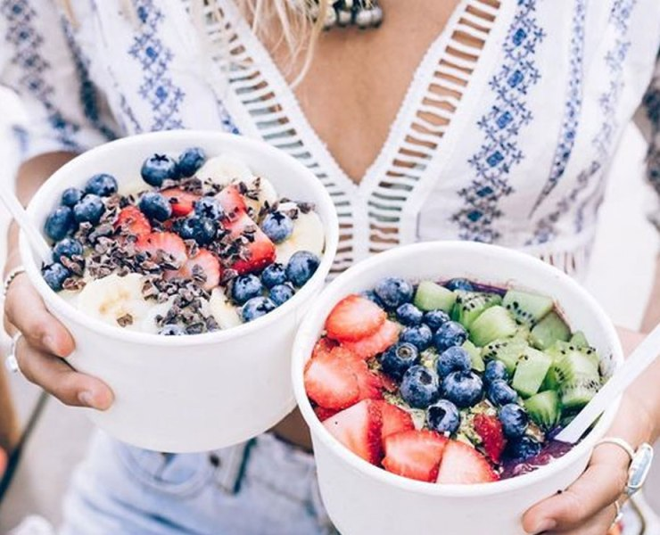 If you love sweet dishes, but don't want to deal with all the calories, check out this list of recipes for acai bowls that are totally delicious!