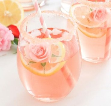 Everyone loves to have a good time but the calories in alcoholic drinks can ruin the best of times so here are some healthy alcoholic drink options to try!