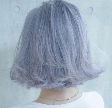 Check out these cute short grey hairstyles! Grey hair is the new trend, discover our selection of hairstyles if you want to dye your hair grey.