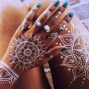 Have you been thinking about getting a tattoo but don't know if you're ready to commit? Check out these henna sleeve tattoo ideas you may just fall in love!